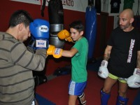 Muay thai, Angelo Tarantini con due allievi