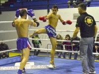 Guerrieri muay thai sul ring dell'Explosion